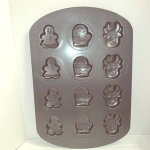 Wilton Gingerbread Mitten Reindeer Cookie Pan